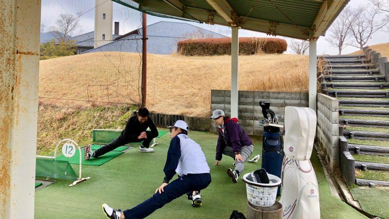 ゴルフレッスン練習場ストレッチの写真