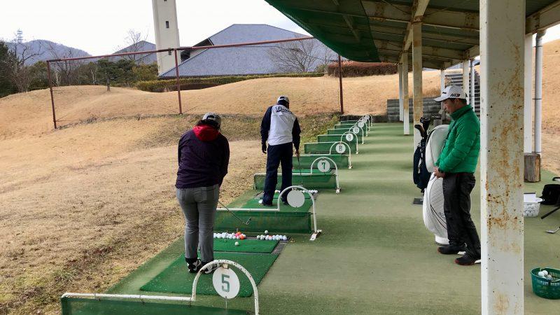 ゴルフ練習場風景