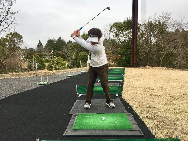 ゴルフスイングドローボールトップオブスイング正面からの写真