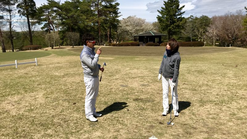 GEN-TENゴルフコースレッスンアプローチのレッスン風景の写真①