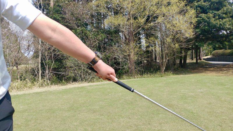 GEN-TENゴルフコースレッスンショートスイング左手フォローアップの写真