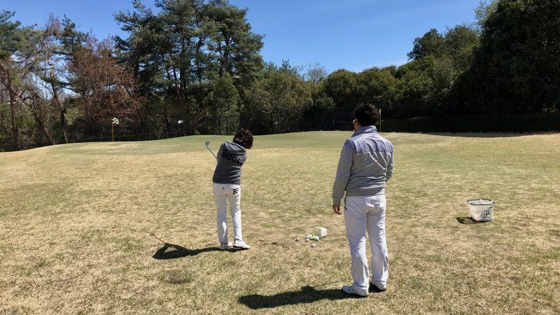 GEN-TENゴルフコースレッスンアプローチのレッスン風景の写真②