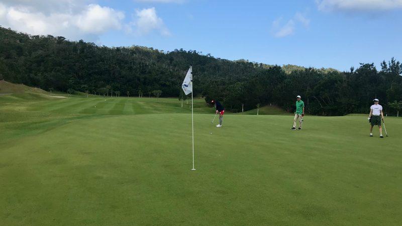 GEN-TENゴルフコースレッスン喜瀬CCパッティングの写真