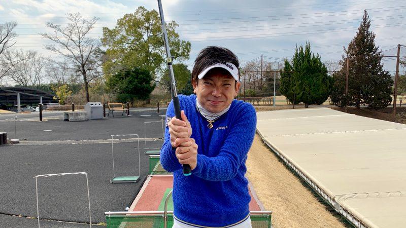 GEN-TENゴルフコースレッスングリップを強く握った写真