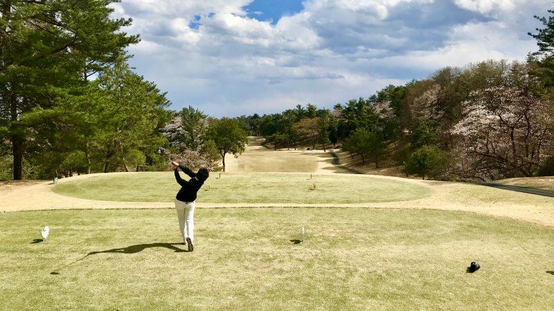 GEN-TENゴルフコースレッスンドライバーショットフォロー