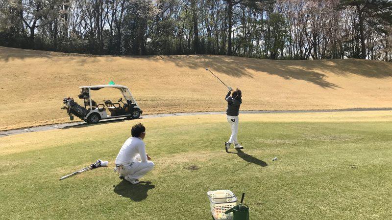 GEN-TENゴルフコースレッスンフェアウェイからのショット正面からの写真