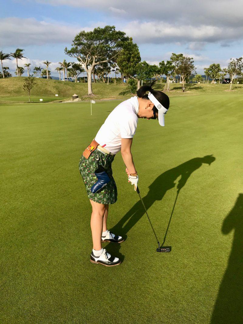 GEN-TENゴルフコースレッスン喜瀬CCパッティング練習後方からの写真