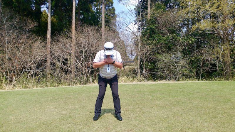 GEN-TENゴルフコースレッスンショートスイング胴体アドレスの写真