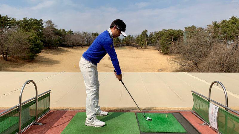 GEN-TENゴルフコースレッスンアドレスで手元が体から離れすぎた写真