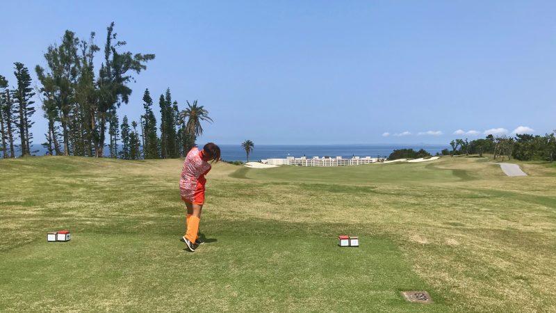 GEN-TENゴルフコースレッスンPGM沖縄ティショットの写真