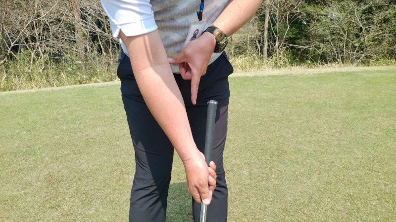 GEN-TENゴルフコースレッスンショートスイング右手アドレスアップの写真