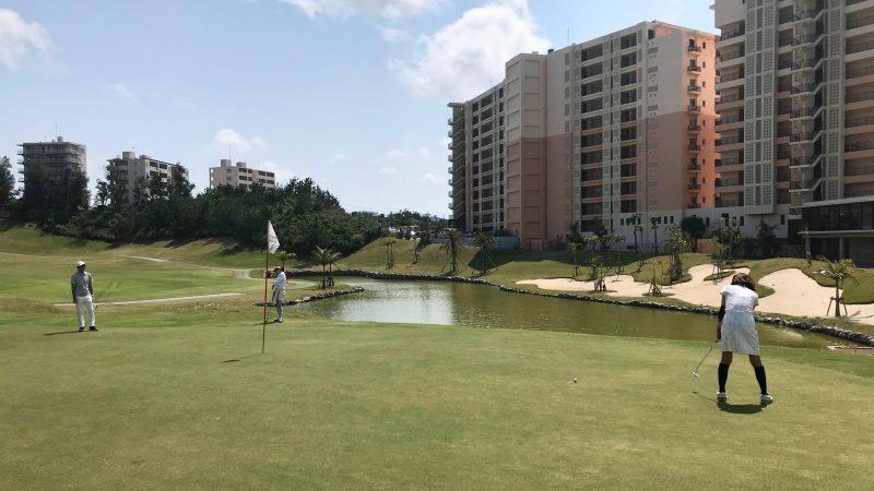GEN-TENゴルフコースレッスンPGM沖縄グリーンとホテルの写真
