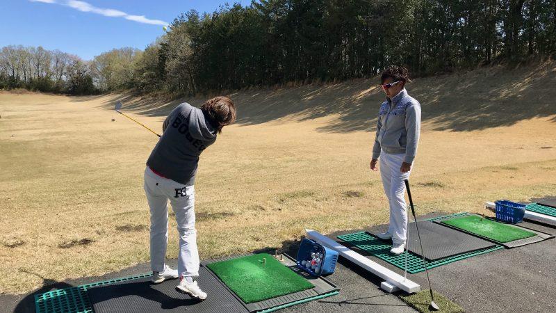 GEN-TENゴルフコースレッスンドライビングレンジレッスン風景の写真①