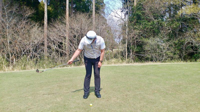 GEN-TENゴルフコースレッスンショートスイング右手テークバックの写真