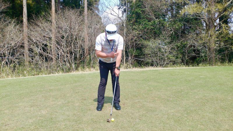 GEN-TENゴルフコースレッスンショートスイング左手アドレスの写真