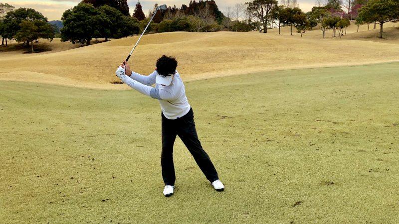 GEN-TENゴルフコースレッスンバックスイングスウェーの写真