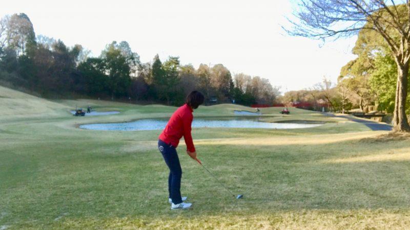 ゴルフショット飛球線後方からの写真