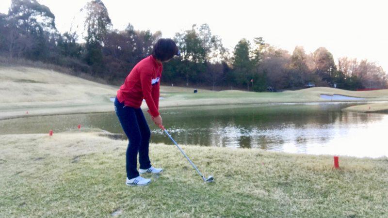 ゴルフコース救済エリアからのショット