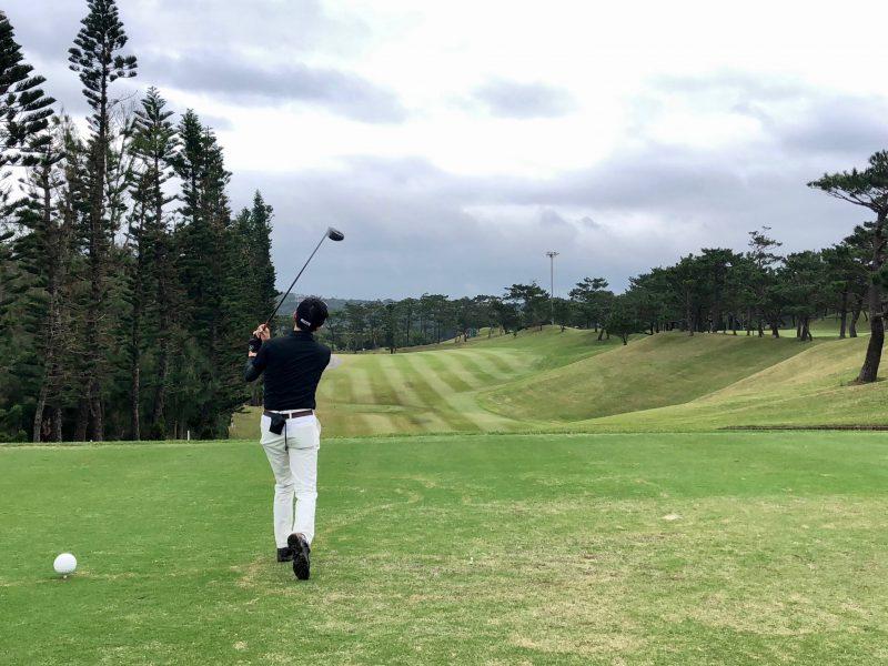 GEN-TENゴルフコースレッスンティショットの写真