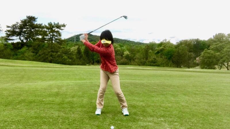 GEN-TENゴルフコースレッスントップオブスイング正面からの写真②
