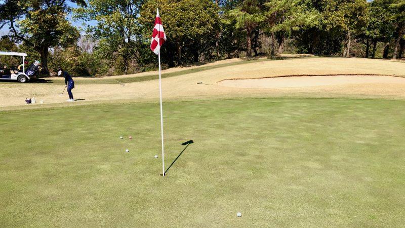 GEN-TENゴルフコースレッスンランニングアプローチ飛球線前方