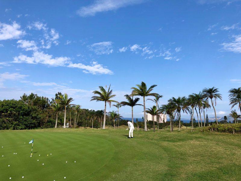 GEN-TENゴルフコースレッスンアプローチショットの写真