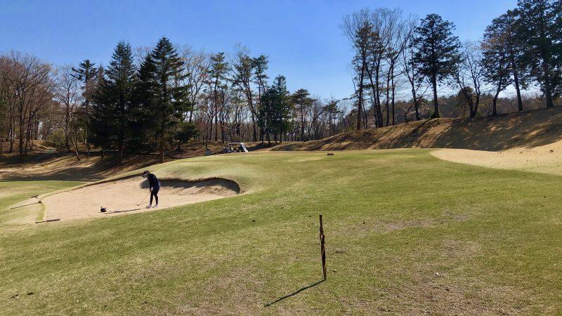 GEN-TENゴルフコースレッスンバンカーショット飛球線前方