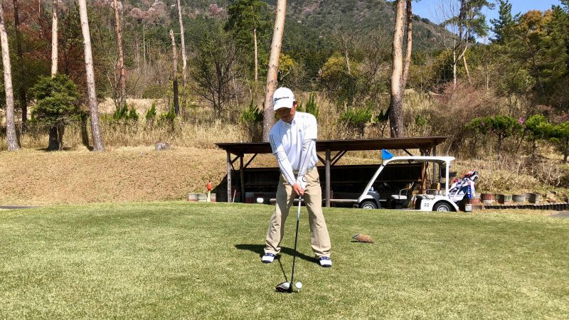GEN-TENゴルフコースレッスンアドレス右肩が低い時の写真
