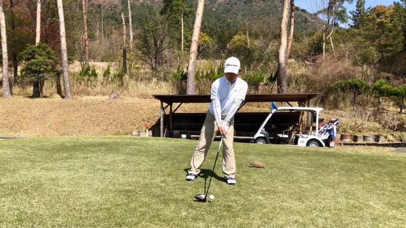 GEN-TENゴルフコースレッスンアドレス右肩が高い時の写真