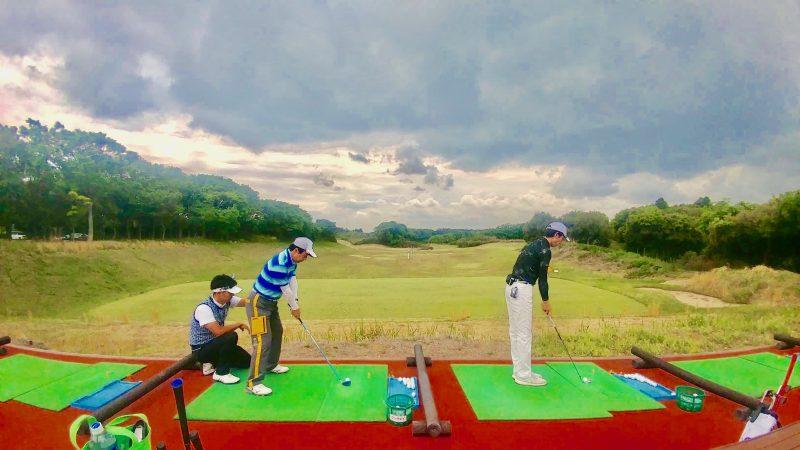 GEN-TENゴルフコースレッスンワンウェイGCドライビングレンジレッスン風景の写真