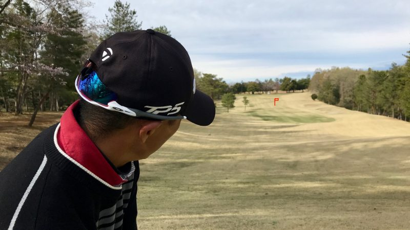 GEN-TENゴルフコースレッスンルーティンターゲット確認の写真