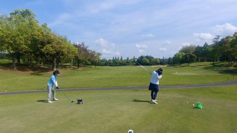 GEN-TENゴルフコースレッスン出島GC定点練習ドライバーの写真