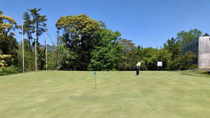 GEN-TENゴルフコースレッスンハーフラウンドパッティンググリーンの写真