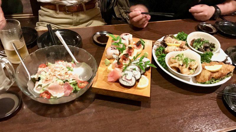 GEN-TENゴルフコースレッスン高知キャンプお寿司やサラダの写真
