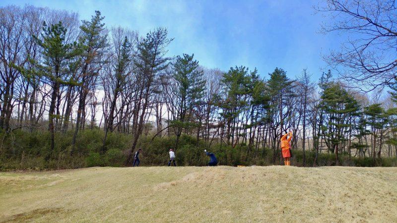 GEN-TENゴルフコースレッスン那須強化合宿ドライバーの練習風景の写真②