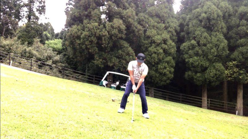 GEN-TENゴルフコースレッスン左足上がりのショット着地の写真