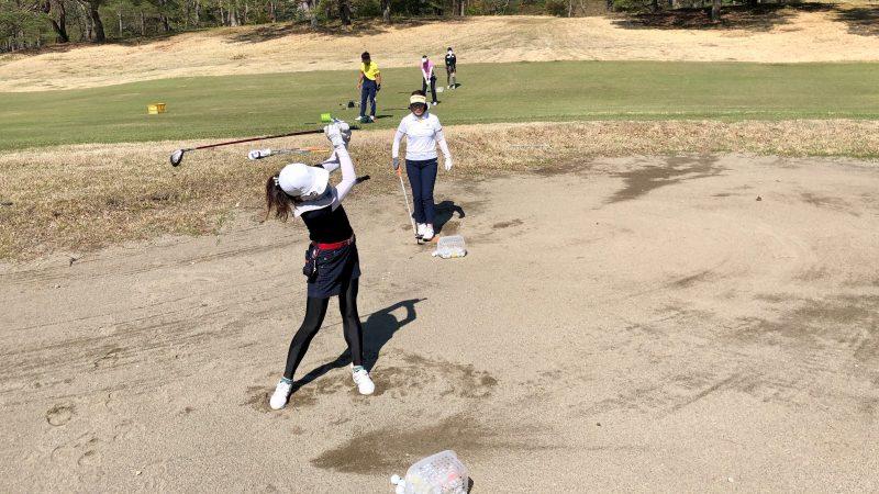GEN-TENゴルフコースレッスン那須国際CC定点練習フェアウェイバンカーの写真