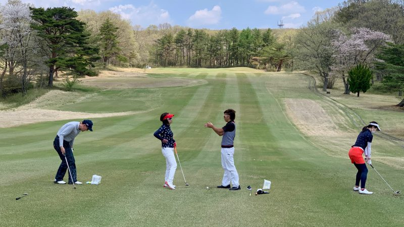 GEN-TENゴルフコースレッスン那須国際CC定点練習左足下がりのショットレッスンの写真