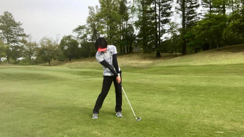 GEN-TENゴルフコースレッスンインパクト直後の写真