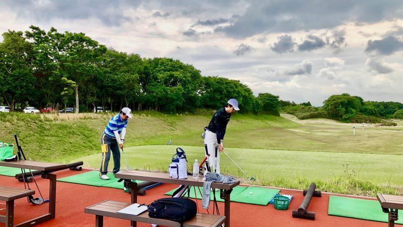 GEN-TENゴルフコースレッスンワンウェイGCドライビングレンジ練習風景の写真