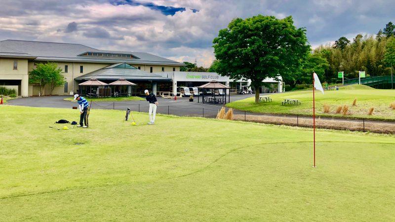 GEN-TENゴルフコースレッスンワンウェイGCアプローチエリア練習風景の写真