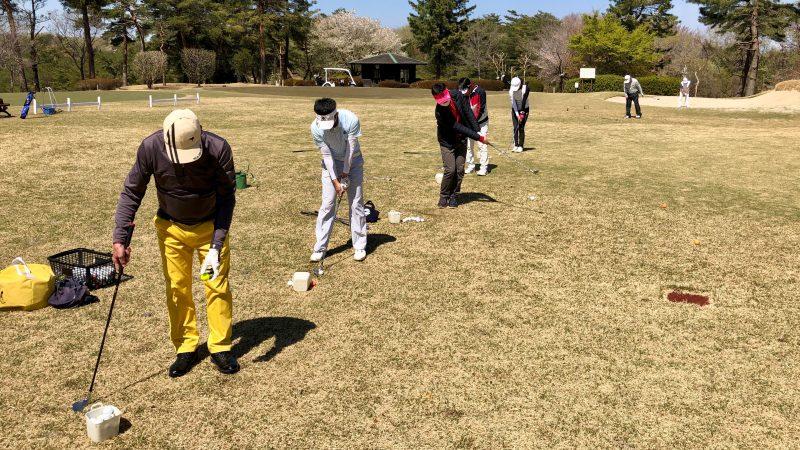GEN-TENゴルフコースレッスンアカデミアアプローチの練習風景の写真②