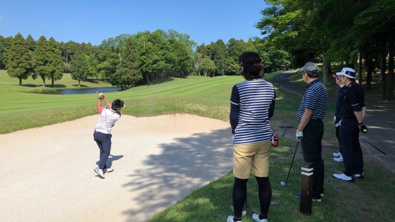 GEN-TENゴルフコースレッスンリラックスデモショットの写真