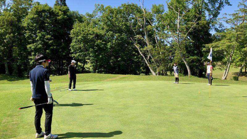 GEN-TENゴルフコースレッスンリラックスパッティングの写真