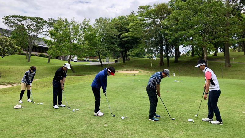 GEN-TENゴルフコースレッスンリラックスアプローチ練習の写真