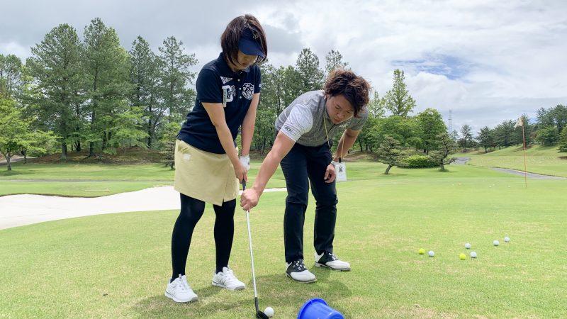 GEN-TENゴルフコースレッスン坂井 槙之介コーチのアプローチレッスンの様子1