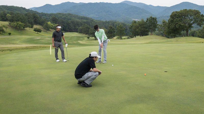 GEN-TENゴルフコースレッスン 松村大輝コーチのレッスンの様子2
