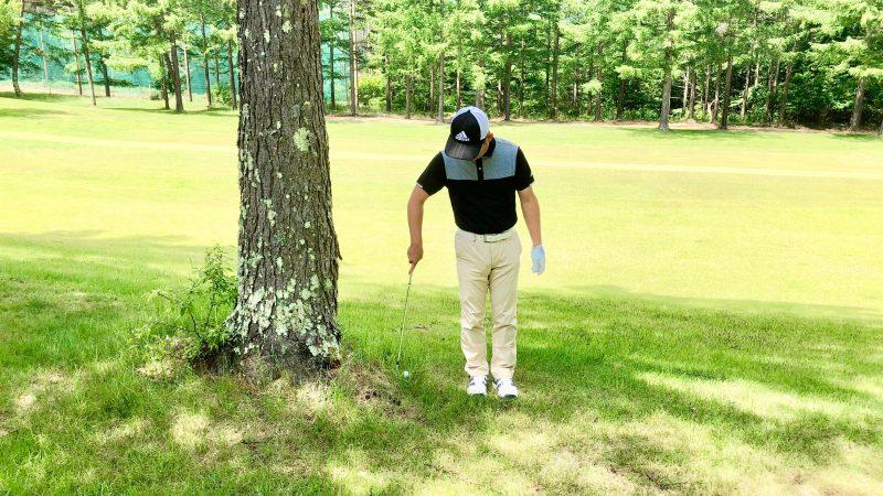 GEN-TENゴルフコースレッスントラブルショット右腕一本アドレスの写真