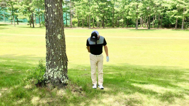GEN-TENゴルフコースレッスントラブルショット右腕一本フォローの写真
