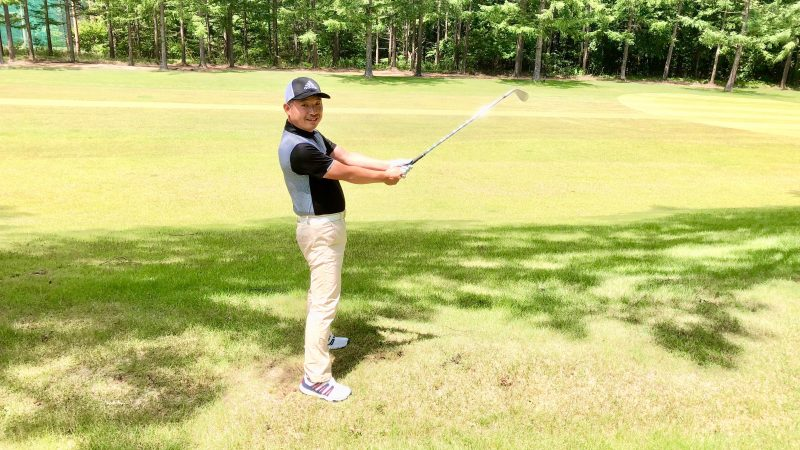 GEN-TENゴルフコースレッスントラブルショット左打ち持ち方の写真